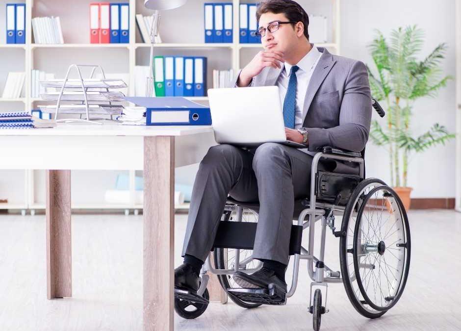 Dispensa sem motivo de empregado com deficiência gera dever de indenizar
