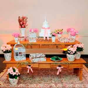 Banco de madeira-locação de peças decorativas
