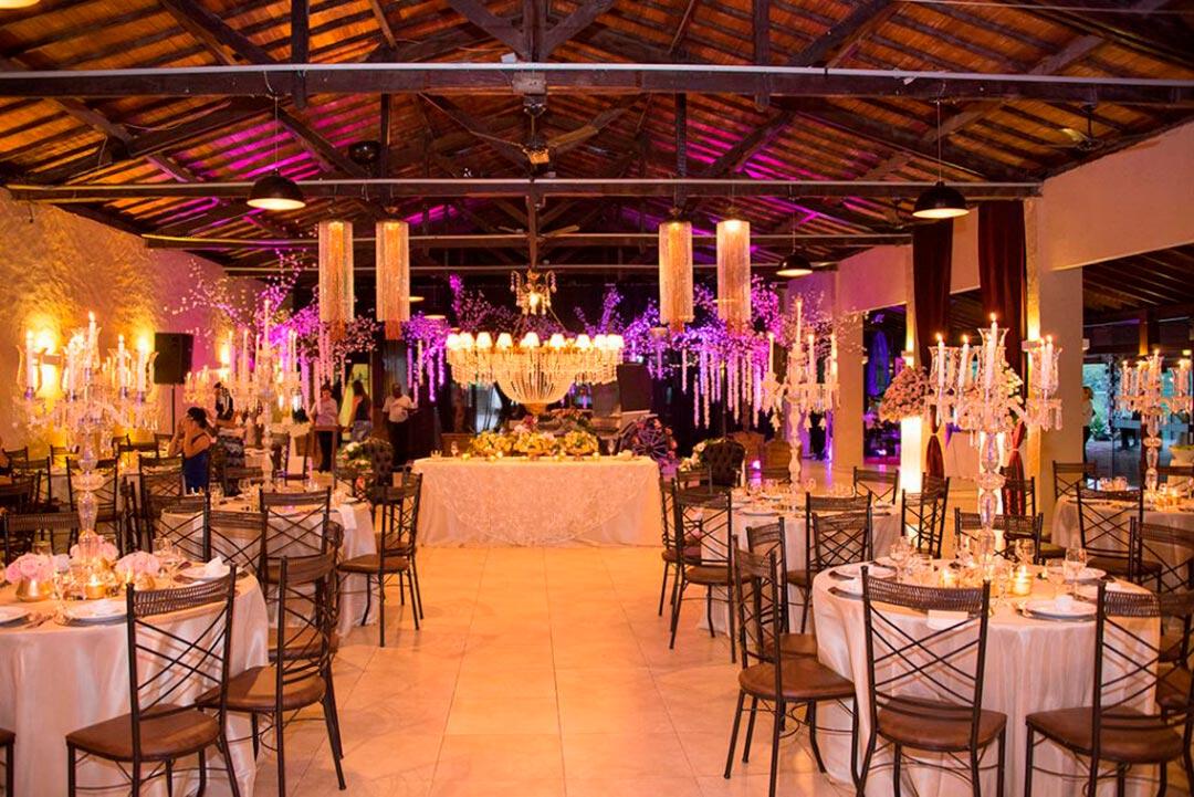 Decoração salão de recepção ambientação floral - Festejare Decorações e Flores