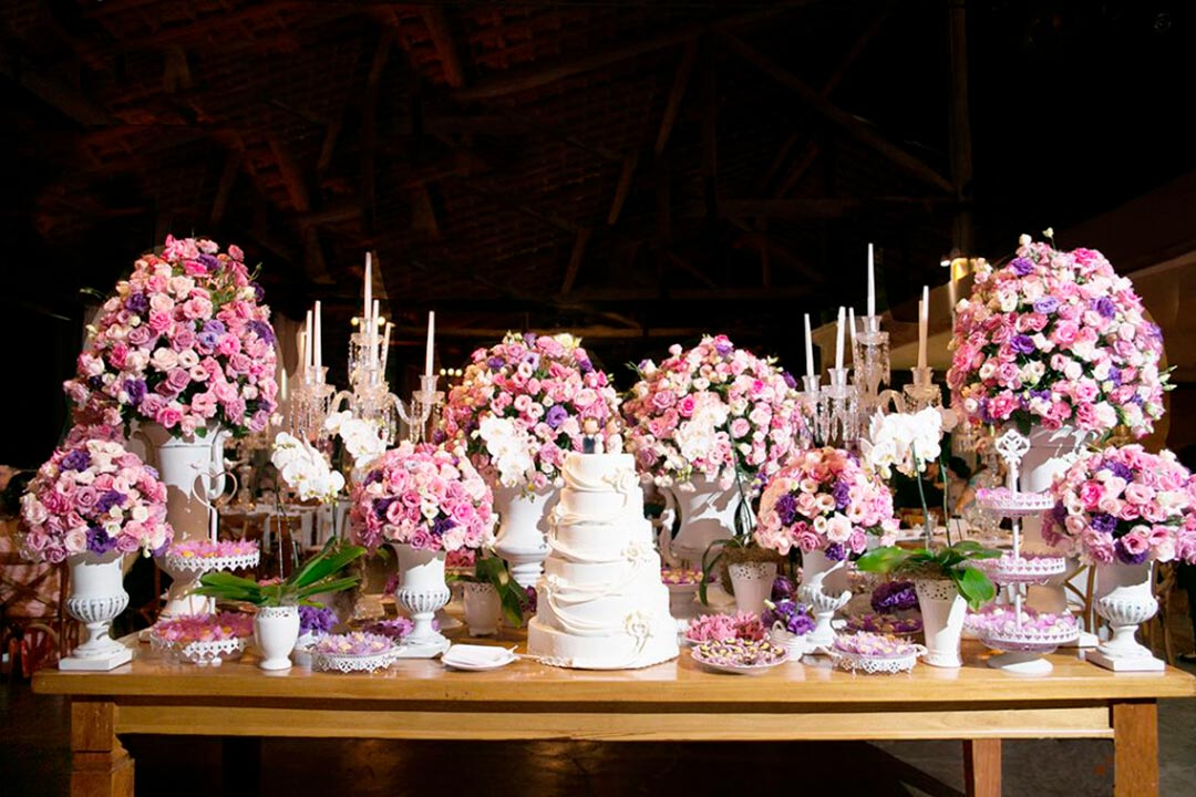 Decoração mesa do bolo de casamento - Festejare Decorações e Flores