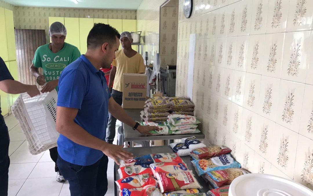 ONG Torre Forte entrega alimentos arrecadados em clínica de recuperação