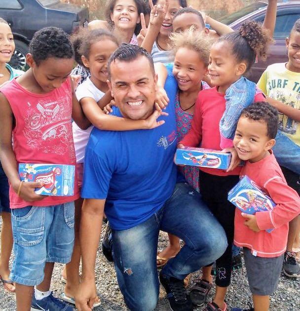 Entrega das arrecadações das caixas de bombons da Páscoa Solidária