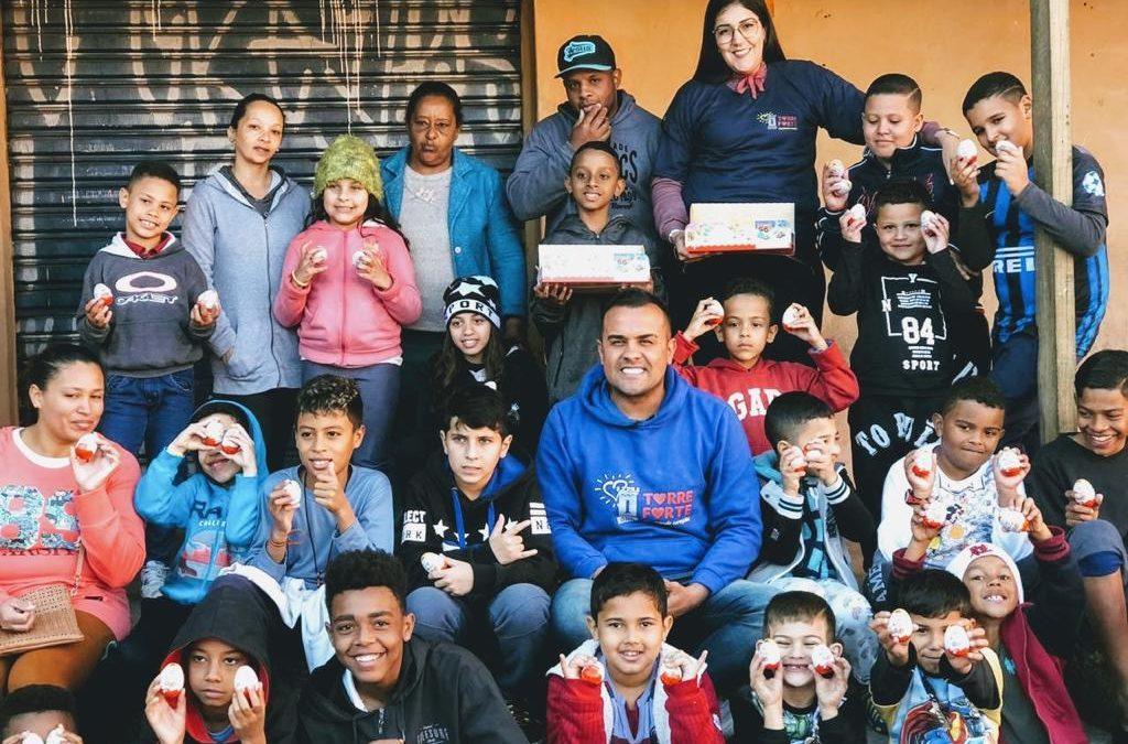 Doação de Kinder Ovo na Comunidade em Santo André