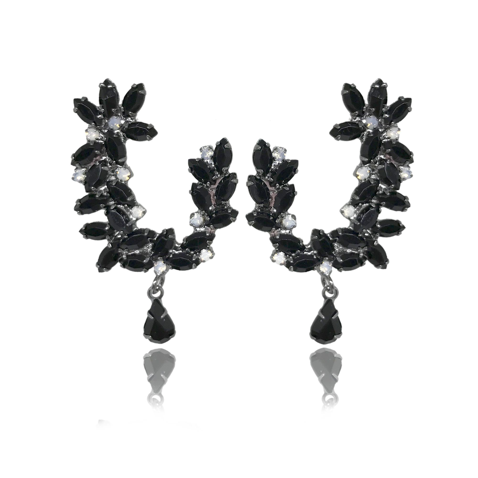 Brinco flor cravejado em cristais pretos folheado no grafite