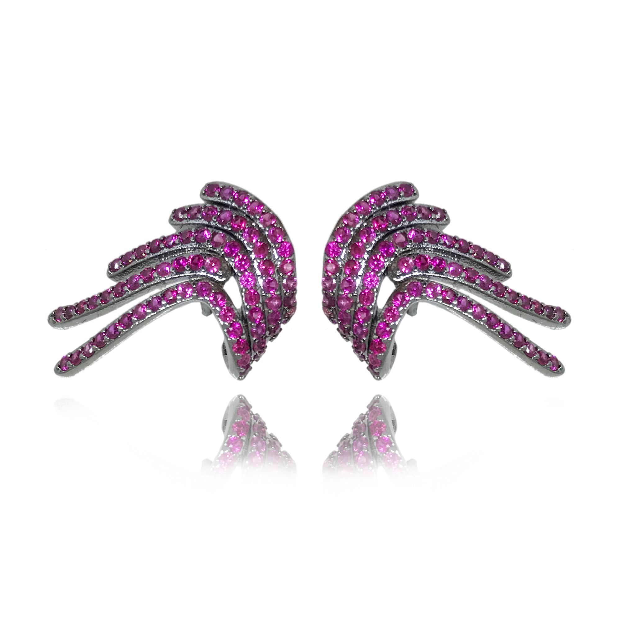 Brinco em formato de asa cravejado com mini zircônias pink folheado no ródio negro
