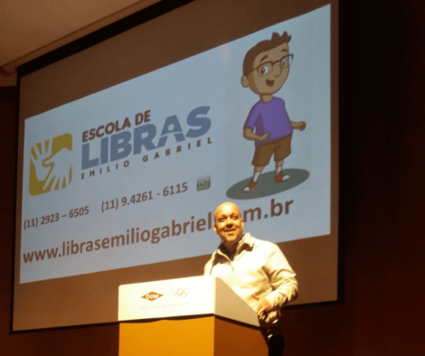 %Escola de Libras %Língua Brasileira de Sinais