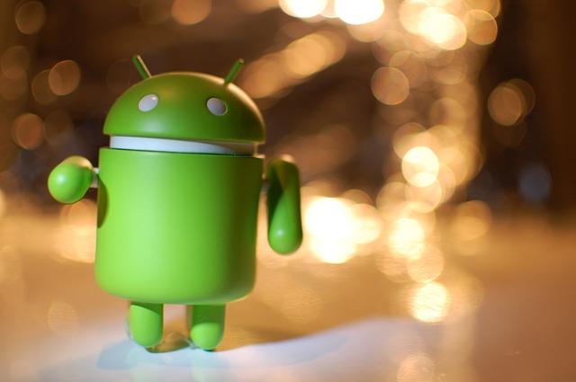 Robô Android (Fonte Pixabay) representando a plataforam de aplicativos móveis
